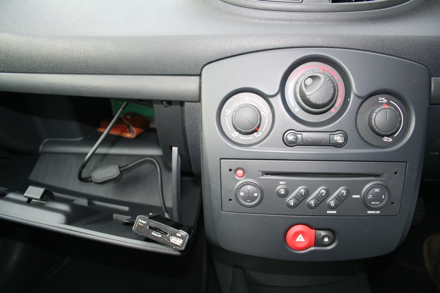 installing a connects2 usb interface ctarnusb003 in a renault clio linux gtd and sweet. Black Bedroom Furniture Sets. Home Design Ideas
